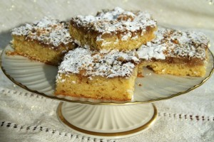 Βυζαντινό κέϊκ με καρύδια και μήλο